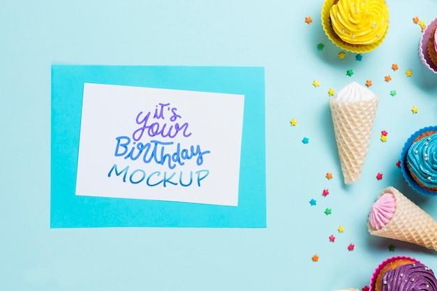 Vista superior do conceito de aniversário com sorvete
