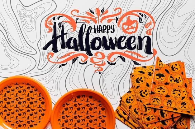 Vista superior do conceito de halloween de pratos e guardanapos