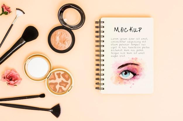 Vista superior do conceito de maquete de maquiagem