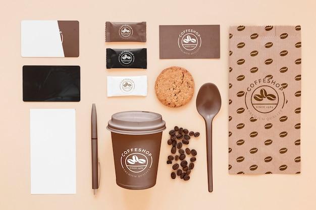 Vista superior do conceito de marca de café com grãos
