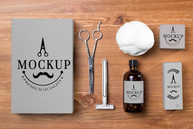 Vista superior do conjunto de produtos para cuidados com a barba com espuma de barbear