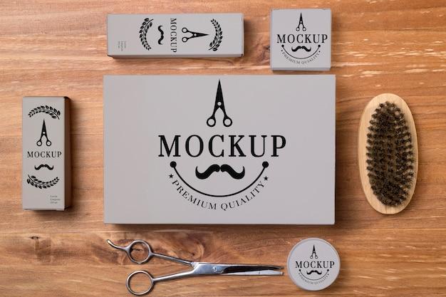 Vista superior do conjunto de produtos para cuidar da barba com uma tesoura