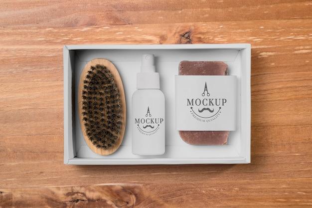 Vista superior do conjunto para cuidados com a barba com escova e sabonete