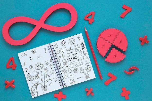 Vista superior do infinito com caderno e lápis