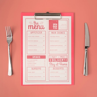Vista superior do menu com garfo e faca