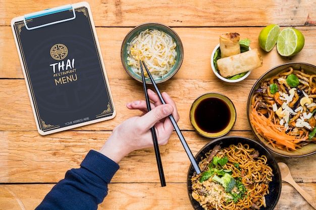 Vista superior do modelo de conceito de comida tailandesa
