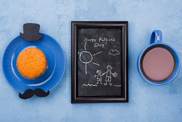 Vista superior do quadro com café e cupcake para o dia dos pais