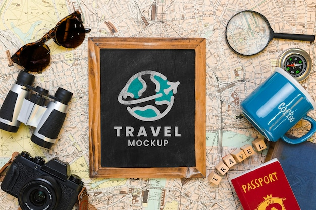 Vista superior do quadro com outros itens essenciais de viagem