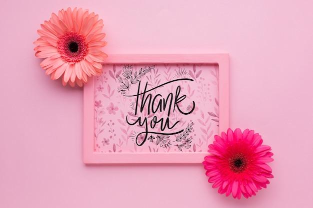 Vista superior do quadro rosa em fundo rosa