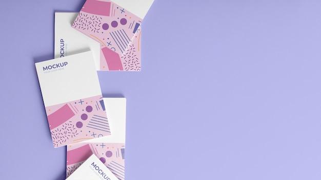Vista superior dos cartões de visita padrão