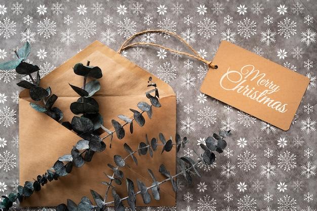 Vista superior envelope de natal com etiqueta