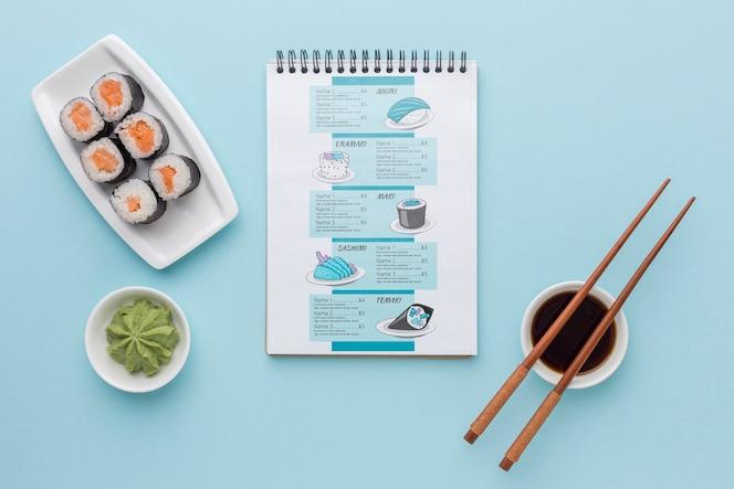 Vista superior menu de sushi delicioso
