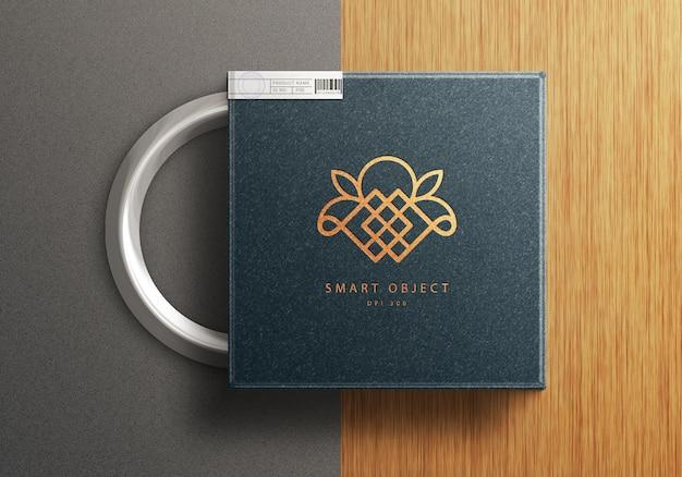 Vista superior na maquete do logotipo da caixa do produto