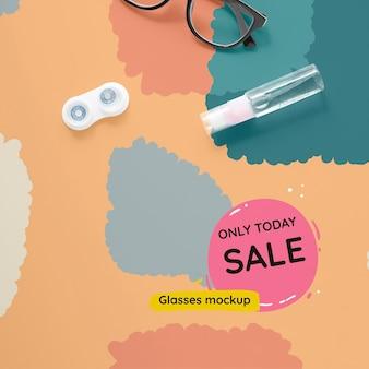 Vista superior óptica ainda vida composição de venda em fundo colorido