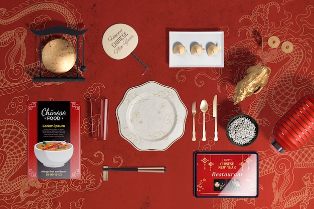 Vista superior talheres e biscoitos da sorte para o ano novo chinês