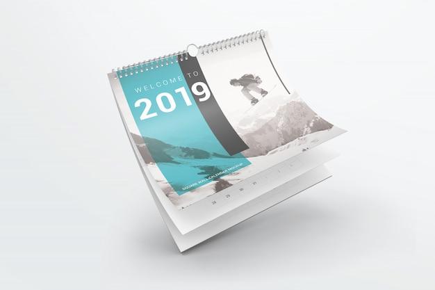 Voando mockup de calendário de parede quadrada