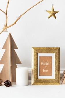 Winter é aqui maquete de moldura dourada