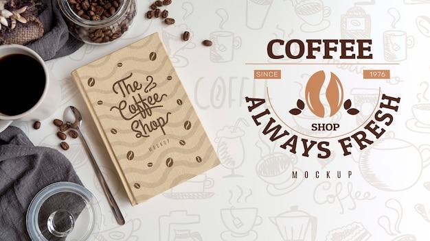 Xícara de café com agenda ao lado