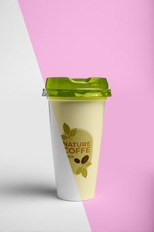 Xícara de café com tampa