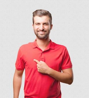 Homme en chemise rouge pointant vers lui-même