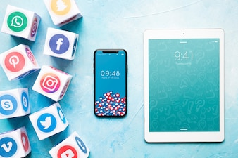Maquette de smartphone et tablette avec concept de médias sociaux