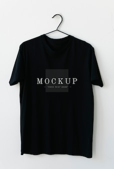 Maquette de tee shirt homme noir simple