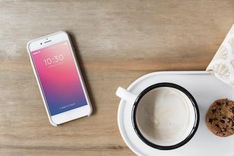 Maquette Smartphone à côté du café