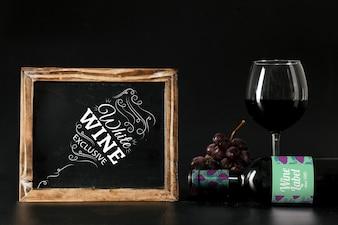 Mockup di vino con ardesia