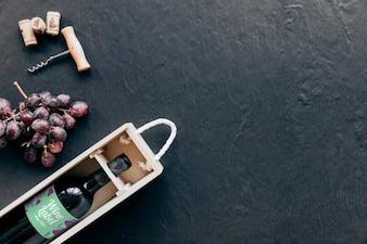 Mockup di vino con copyspace a destra