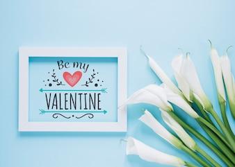 Modello di cornice con il concetto di giorno di San Valentino floreale