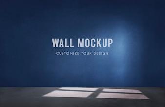 Stanza vuota con un mockup di muro blu