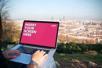 Laptop-Bildschirm Mock-up-Design