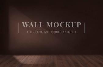 Leerer Raum mit einem braunen Wandmodell