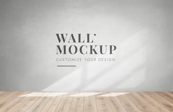 Leerer Raum mit einem grauen Wandmodell