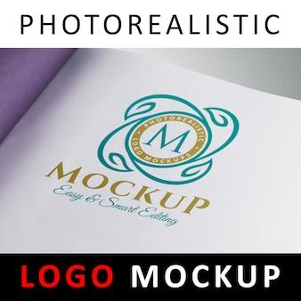 Logo Mock-up - Farbiges Logo auf weißer Seite