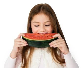 Mädchen, das Wassermelonestudio-Konzept isst
