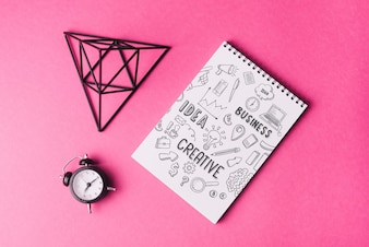 Notebook-Modell mit Pyramide