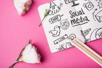 Notebook-Modell mit Rosen