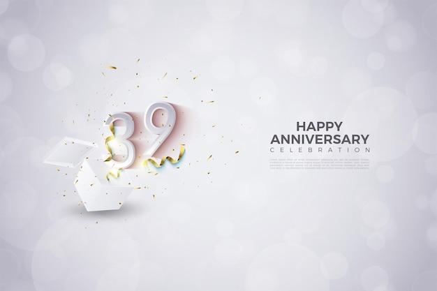 39e anniversaire avec des chiffres sortant des coffrets cadeaux