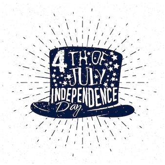 4 juillet, fête de l'indépendance des états-unis. badge sur style vintage monochrome, texte sur fond de chapeau haut de forme avec sunburst.
