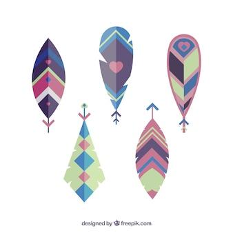 5 plumes peintes avec des motifs ethniques