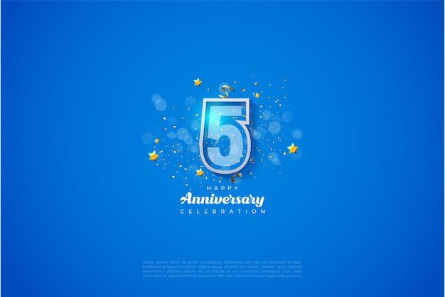 5e anniversaire avec des numéros rayés blancs et bleus.