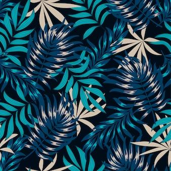 Abstrait motif tropical sans couture avec des plantes et des feuilles lumineuses sur fond noir