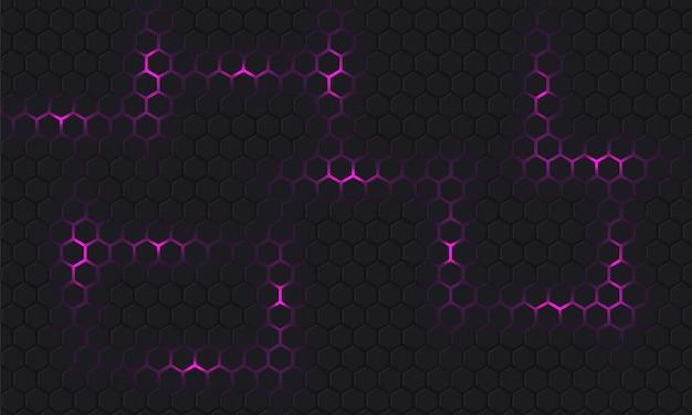 Abstrait de la technologie hexagonale lilas foncé. l'énergie lumineuse violette éblouit sous l'hexagone sur fond de grille sombre