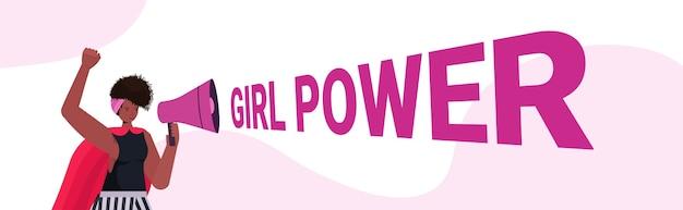 Activiste fille crier dans le haut-parleur émancipation des femmes mouvement femmes puissance concept portrait illustration vectorielle horizontale