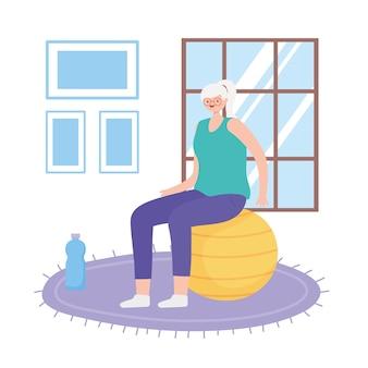 Activité aînés, vieille femme dans la chambre assise sur ballon de fitness avec illustration de bouteille d'eau
