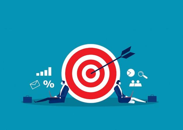 L'activité de stratégie de marché avec des collaborateurs travaillant comme illustrateur