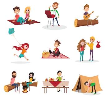 Activités de l'heure d'été sur les pique-niques, les grillades ou les barbecues, homme et femme assis près du feu, garçon plantant une tente, fille courant avec cerf-volant. jeu de caractères.