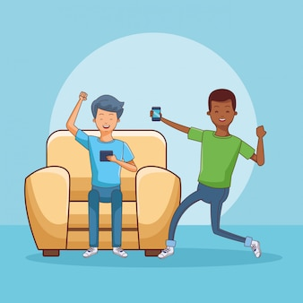 Adolescents utilisant un smartphone assis sur un canapé