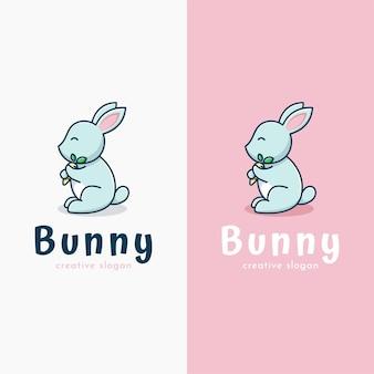 Adorable lapin tenant le modèle de logo de carotte